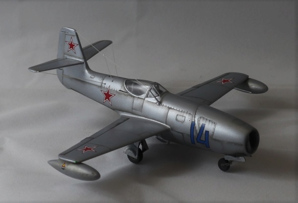 YAK 23 Flora 1/72    Special Hobby - Page 5 Img_2221