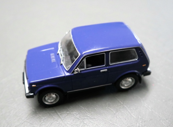 Nouvelle lubie.....L'automobile russe en miniatures. - Page 4 Img_2732