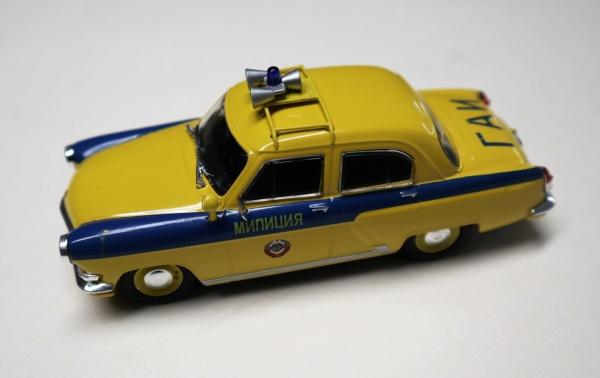 Nouvelle lubie.....L'automobile russe en miniatures. - Page 4 Img_2733