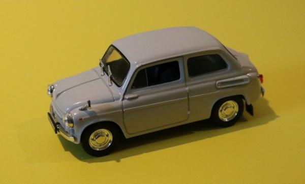Nouvelle lubie.....L'automobile russe en miniatures. - Page 8 Img_3114