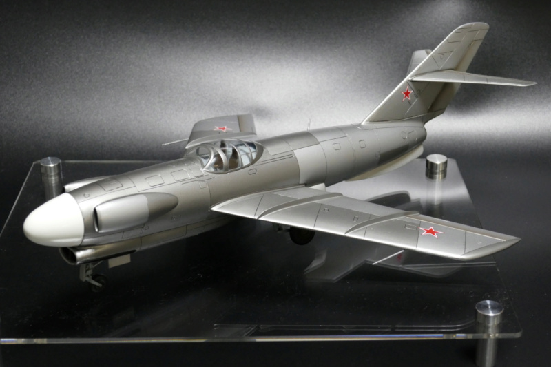 Lavochkin LA-200b ( A&A 1/72 ) - Page 9 La200b11
