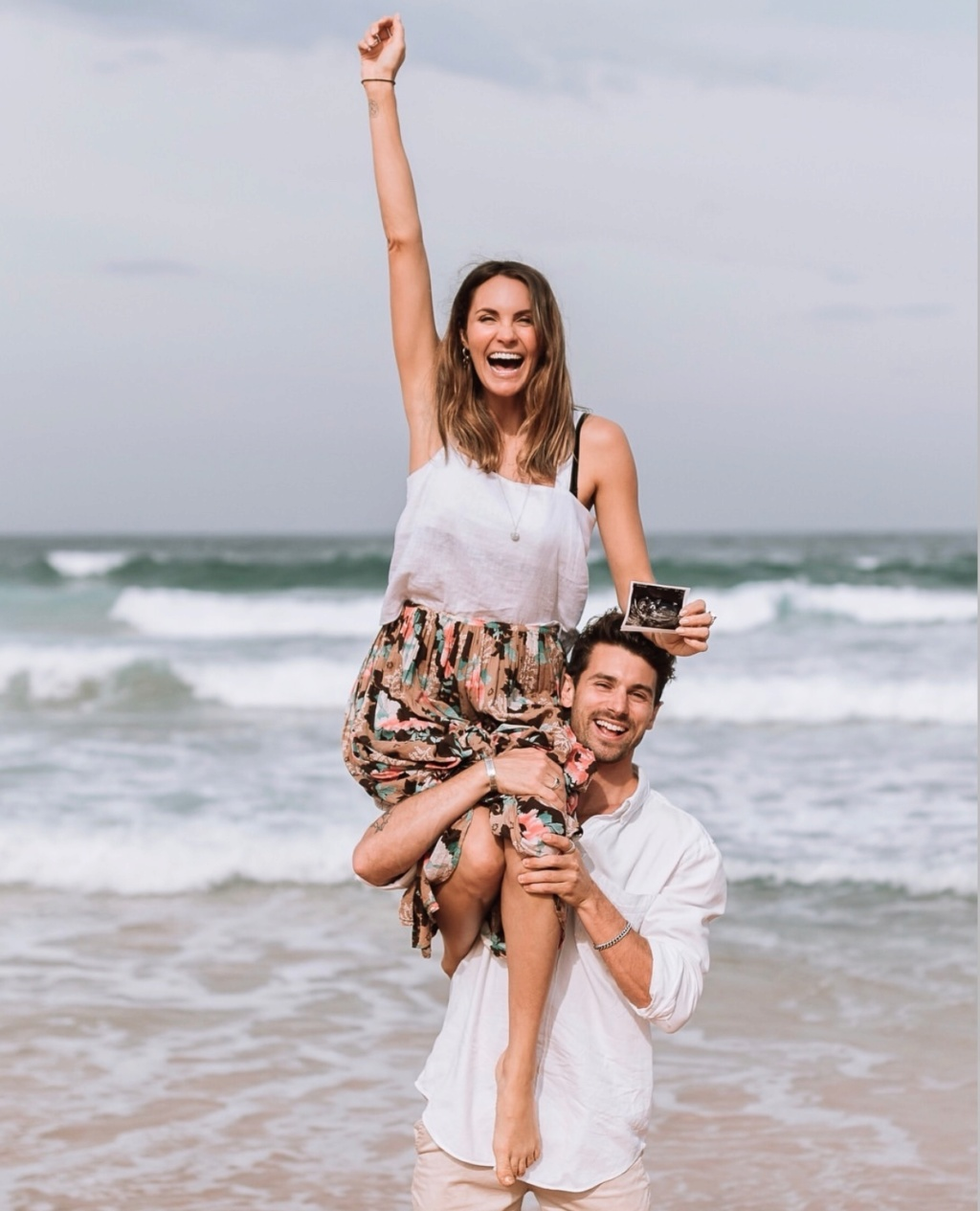 Matty Johnson - Laura Byrne - Bachelor Australia - Season 5 - Fan Forum - Page 16 D00c5d10