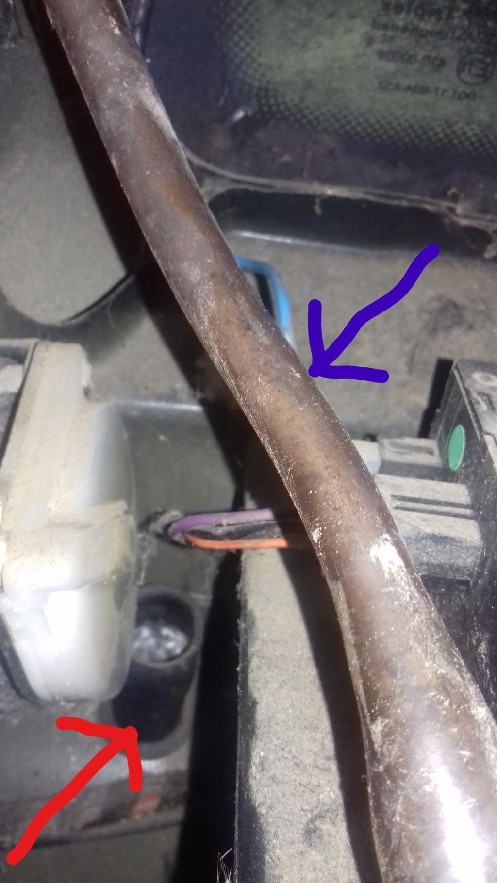 Infiltration fuite dans le coffre sous la roue de secours 20191227