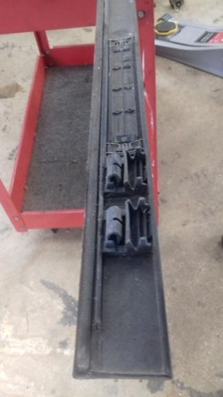 Rails de fixation des barres de toit : comment ça se démonte? 20201014