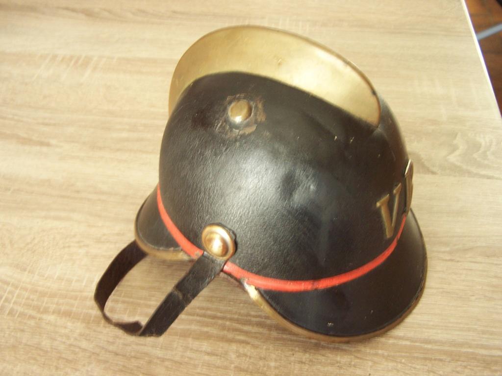 Casque de Pompier Allemand à cimier laiton doré Modèle 1870   100_4512