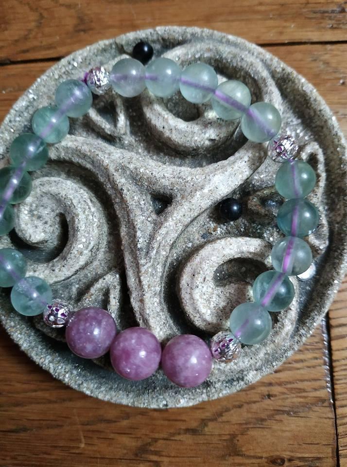 Création de bijoux en pierres. Aventu10