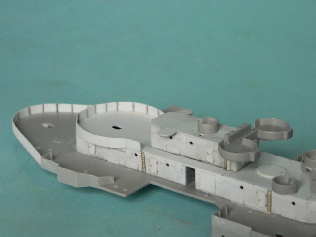 HMS Abercrombie Monitor - 1/350 - Trumpeter. Suite. 242