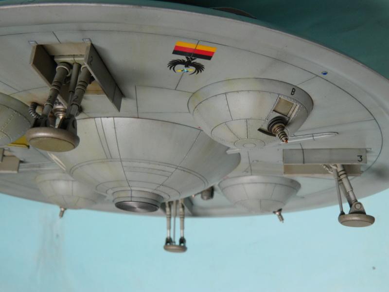 HAUNEBU II (civil) - Squadron Model  1/72. Fini . - Page 3 4417