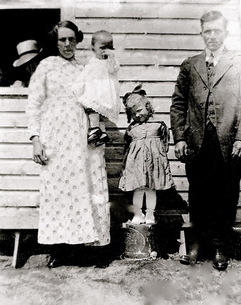 LAROUCHE JOSEPH & SIMARD GEORGIANNA (2 COUPLES MÊME NOMS) Comment identifié a qui appartient les enfants de ces deux couples Gertru10