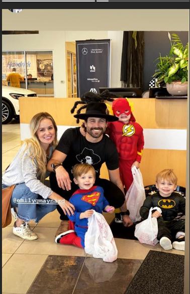 Emily Maynard - Tyler Johnson & Family - SM - Updates - Fan Forum - Page 74 Captu162