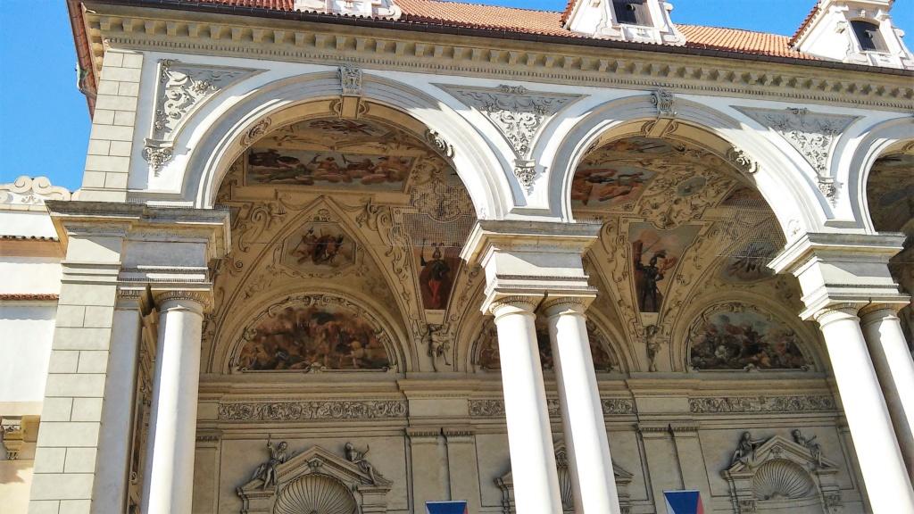 En visite à Prague pour l'impératrice Marie-Thérèse, l'empereur Joseph II, Marie-Thérèse Charlotte de France, le roi français Charles X et la famille française Rohan-Guémen,president France E. Macron. - Page 4 20181225