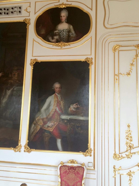 En visite à Prague pour l'impératrice Marie-Thérèse, l'empereur Joseph II, Marie-Thérèse Charlotte de France, le roi français Charles X et la famille française Rohan-Guémen,president France E. Macron. - Page 20 Img_1616