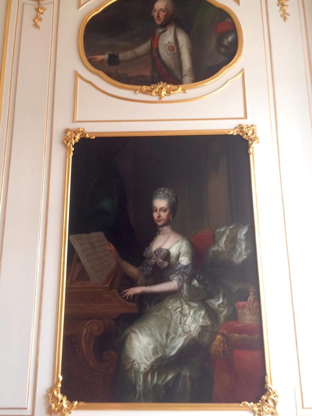 En visite à Prague pour l'impératrice Marie-Thérèse, l'empereur Joseph II, Marie-Thérèse Charlotte de France, le roi français Charles X et la famille française Rohan-Guémen,president France E. Macron. - Page 20 Img_1618