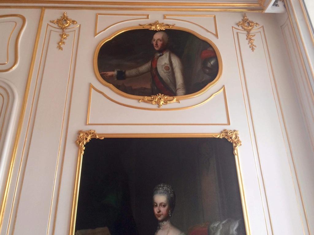 En visite à Prague pour l'impératrice Marie-Thérèse, l'empereur Joseph II, Marie-Thérèse Charlotte de France, le roi français Charles X et la famille française Rohan-Guémen,president France E. Macron. - Page 20 Img_1619