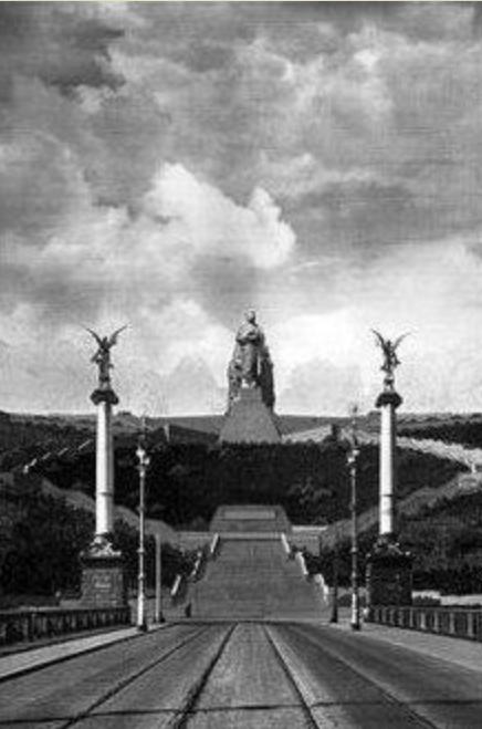 En visite à Prague pour l'impératrice Marie-Thérèse, l'empereur Joseph II, Marie-Thérèse Charlotte de France, le roi français Charles X et la famille française Rohan-Guémen,president France E. Macron. - Page 3 Snzym254