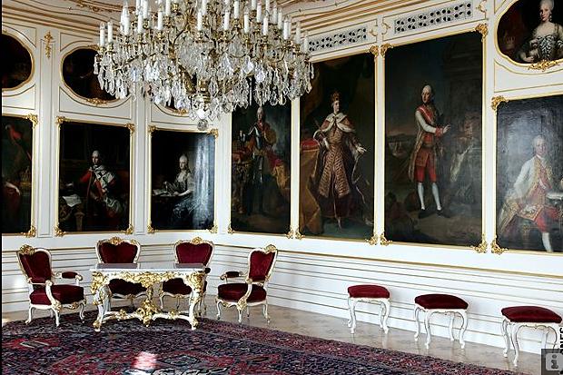 En visite à Prague pour l'impératrice Marie-Thérèse, l'empereur Joseph II, Marie-Thérèse Charlotte de France, le roi français Charles X et la famille française Rohan-Guémen,president France E. Macron. - Page 20 Snzym377