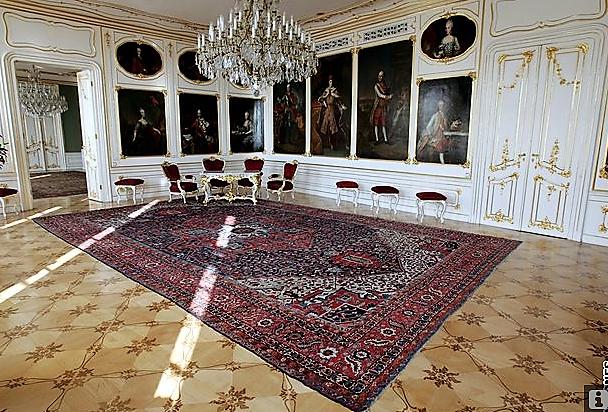 En visite à Prague pour l'impératrice Marie-Thérèse, l'empereur Joseph II, Marie-Thérèse Charlotte de France, le roi français Charles X et la famille française Rohan-Guémen,president France E. Macron. - Page 20 Snzym378