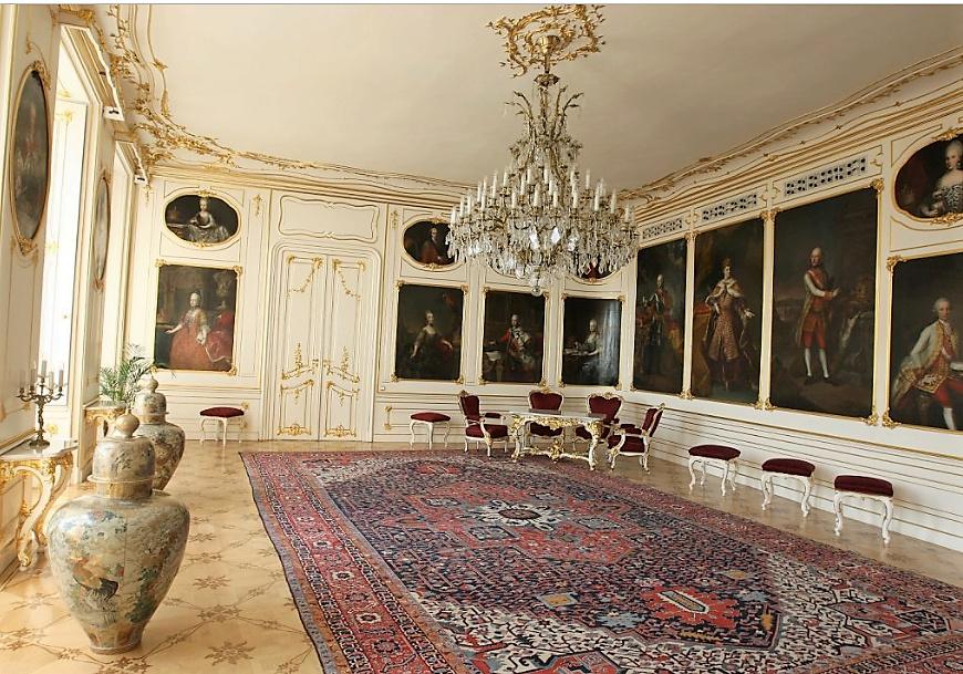 En visite à Prague pour l'impératrice Marie-Thérèse, l'empereur Joseph II, Marie-Thérèse Charlotte de France, le roi français Charles X et la famille française Rohan-Guémen,president France E. Macron. - Page 20 Snzyme42