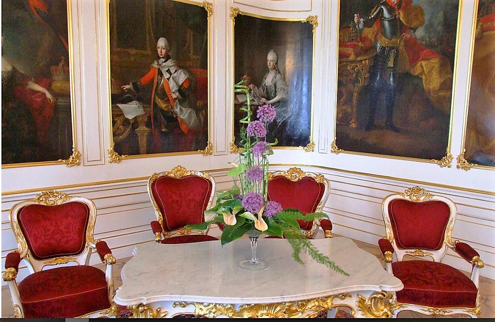 En visite à Prague pour l'impératrice Marie-Thérèse, l'empereur Joseph II, Marie-Thérèse Charlotte de France, le roi français Charles X et la famille française Rohan-Guémen,president France E. Macron. - Page 20 Snzyme43