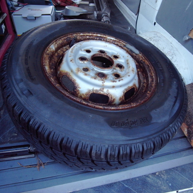 """Standard 12"""" wheel -- with tyre? R0011310"""
