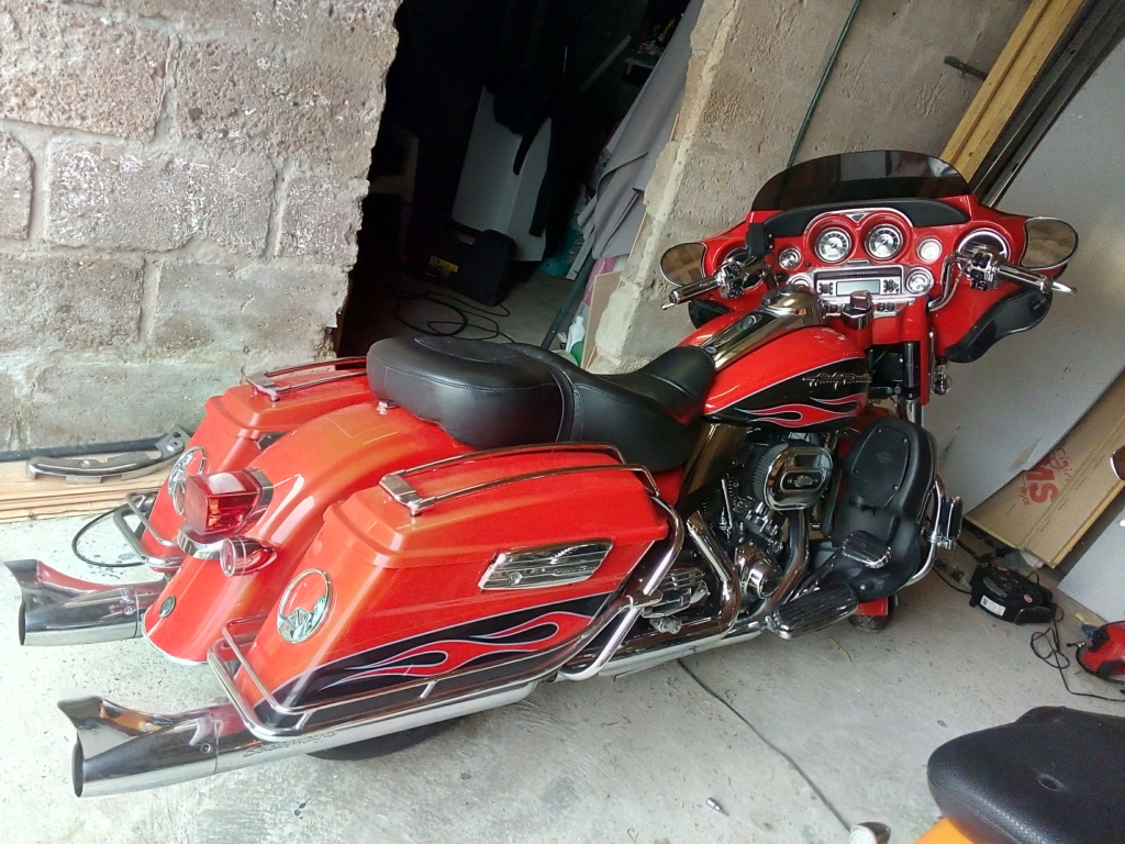 installer un tour pack amovible sur une electra CVO 2010 ? - Page 2 Harley19
