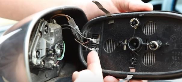 Rétroviseur extérieur droit et contrôle technique Miroir11