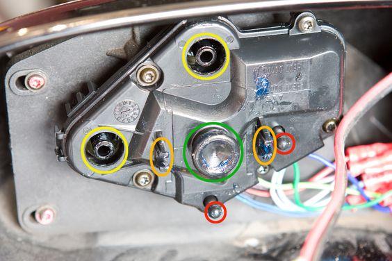Rétroviseur extérieur droit et contrôle technique Rzotro10