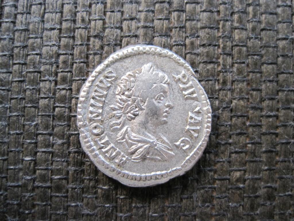 Denario de Caracalla. VIRTVS AVGG. Roma Img_5212