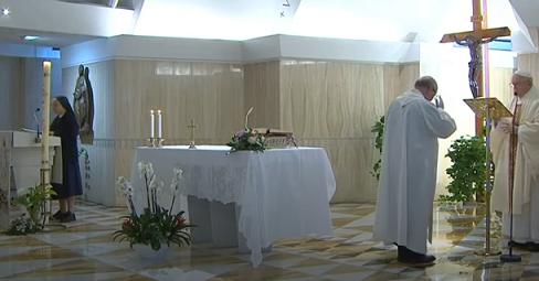 Messe quotidienne avec le pape François tous les jours en direct - Page 2 Aaaaaa44
