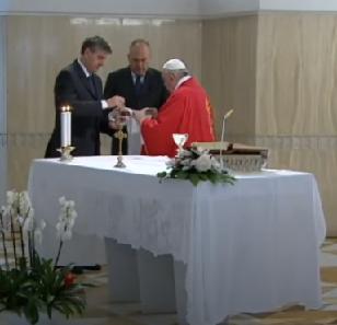 Messe quotidienne avec le pape François tous les jours en direct - Page 2 Aaaaaa74