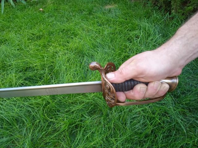 Le sabre est de fabrication belge. 16264410