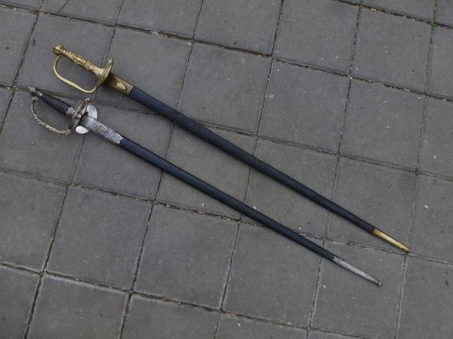 Paris police swords. P1410824