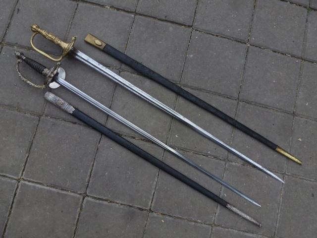 Paris police swords. P1410826