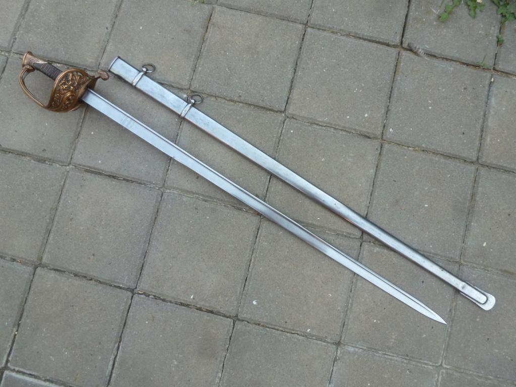 Le sabre est de fabrication belge. P1420111