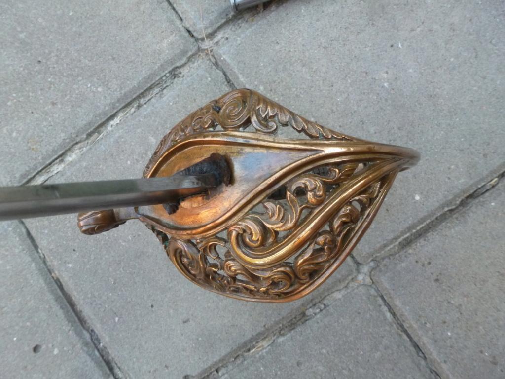 Le sabre est de fabrication belge. P1420112
