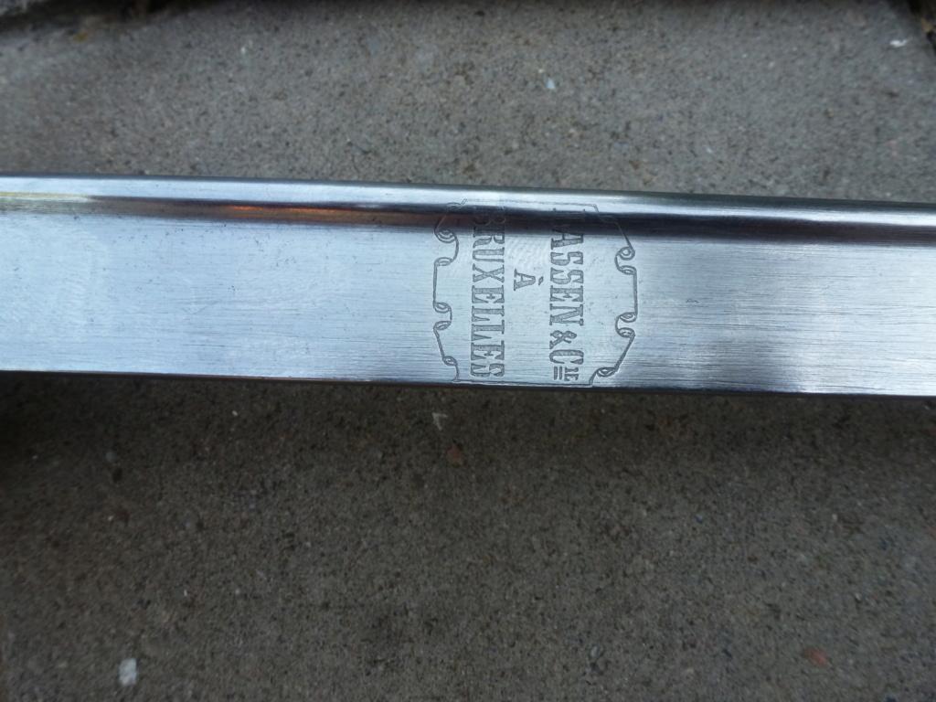 Le sabre est de fabrication belge. P1420113