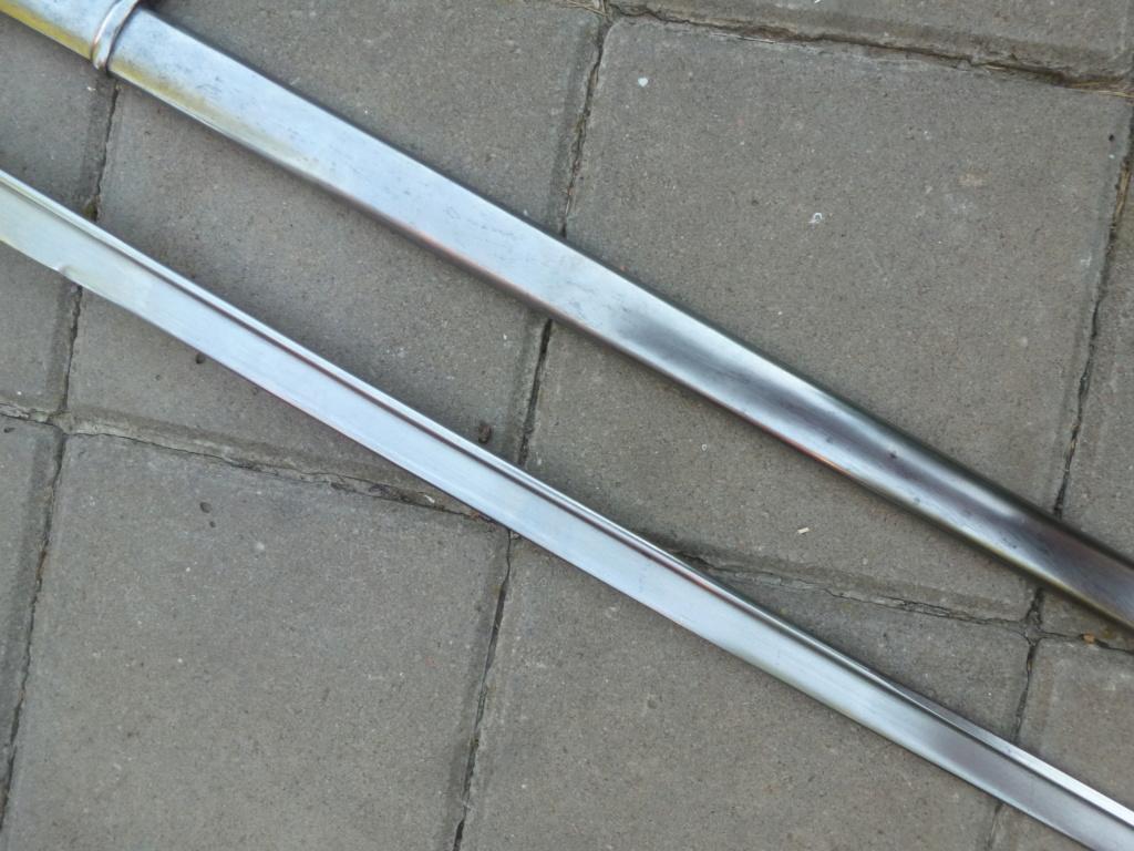 Le sabre est de fabrication belge. P1420117