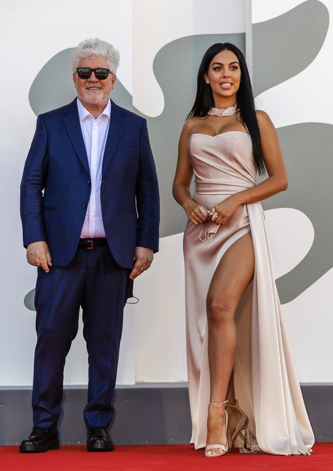 ¿Cuánto mide Georgina Rodríguez? - Altura - Real height - Página 2 22230710