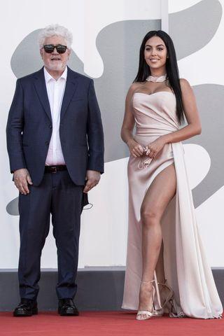 ¿Cuánto mide Georgina Rodríguez? - Altura - Real height - Página 2 Pedro-10