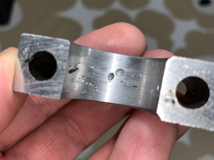 An issue with a camshaft bearing clamp K100_c10