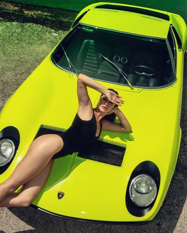 Les Jolies Femmes et l'Automobile XV - Page 4 -miura10