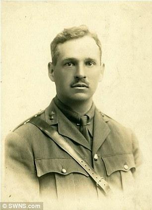 La montre de Harold Llewellyn Twite mort en 1915 dans la Somme Articl13