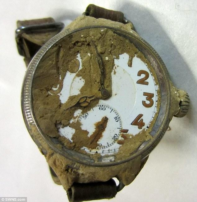 La montre de Harold Llewellyn Twite mort en 1915 dans la Somme Articl14
