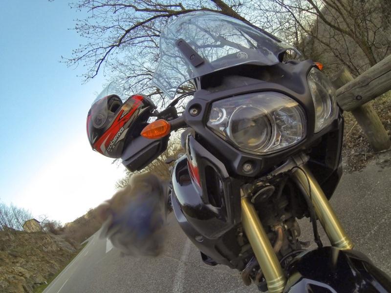 Vos plus belles photos de moto - Page 37 Gopr0112