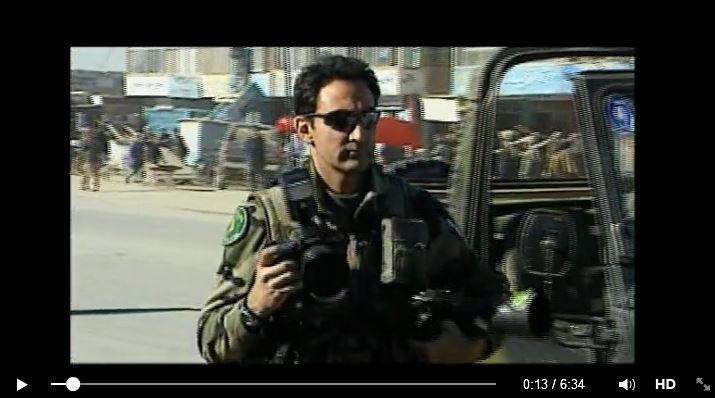 Afin de pouvoir rendre compte de l'action des armées en opérations extérieures, des photographes et des caméramans de l'ECPAD suivent les unités sur le terrain Soldat13