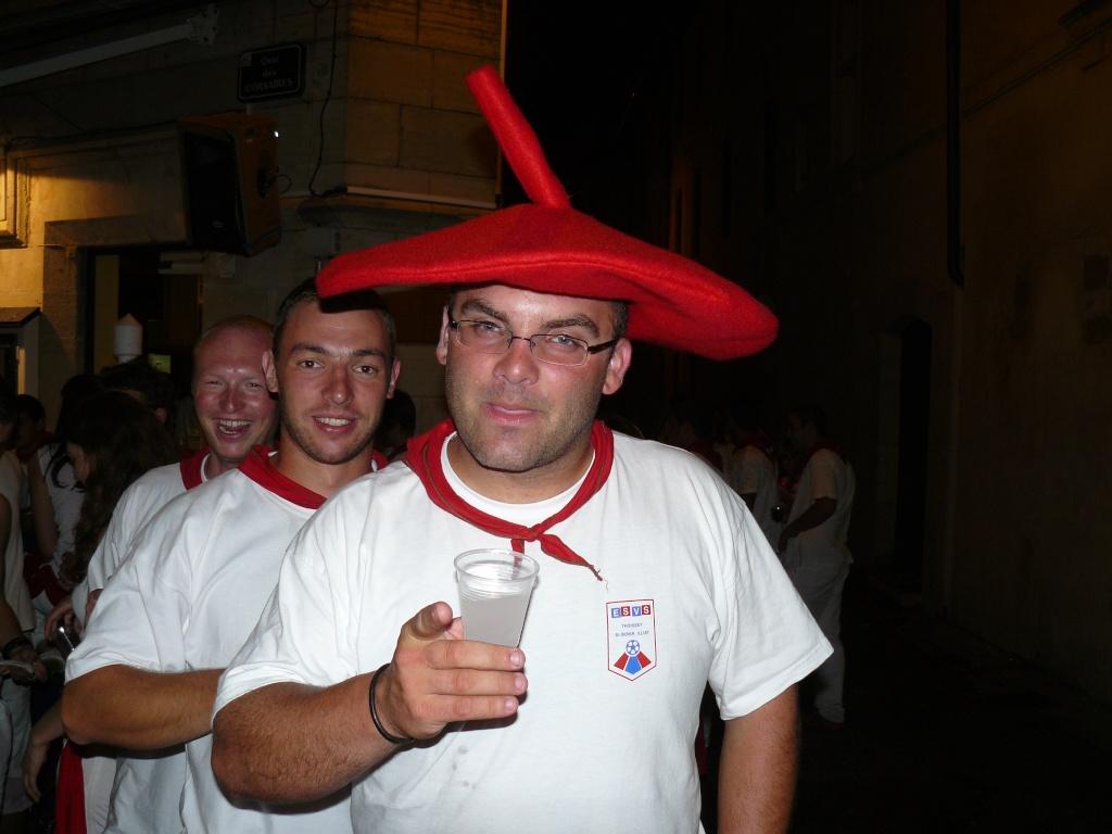 3 vignerons (gnafrons . . .) à BAYONNE !!!!!!!! P1010510