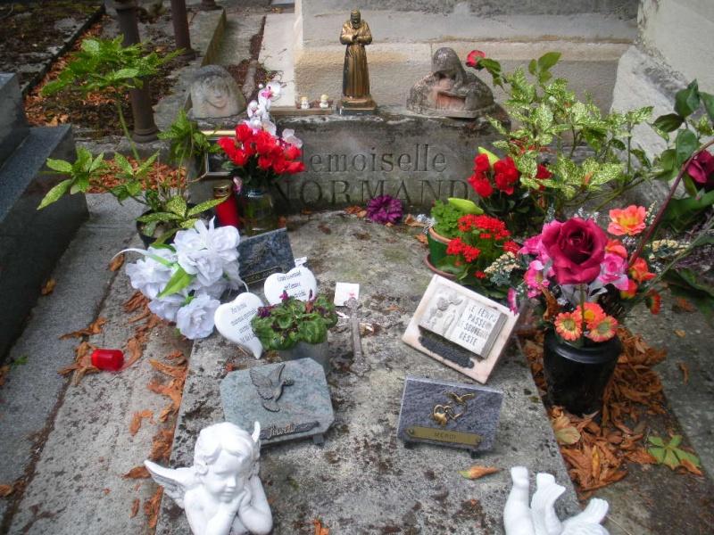 La tombe de Melle Lenormand Jelt_d17