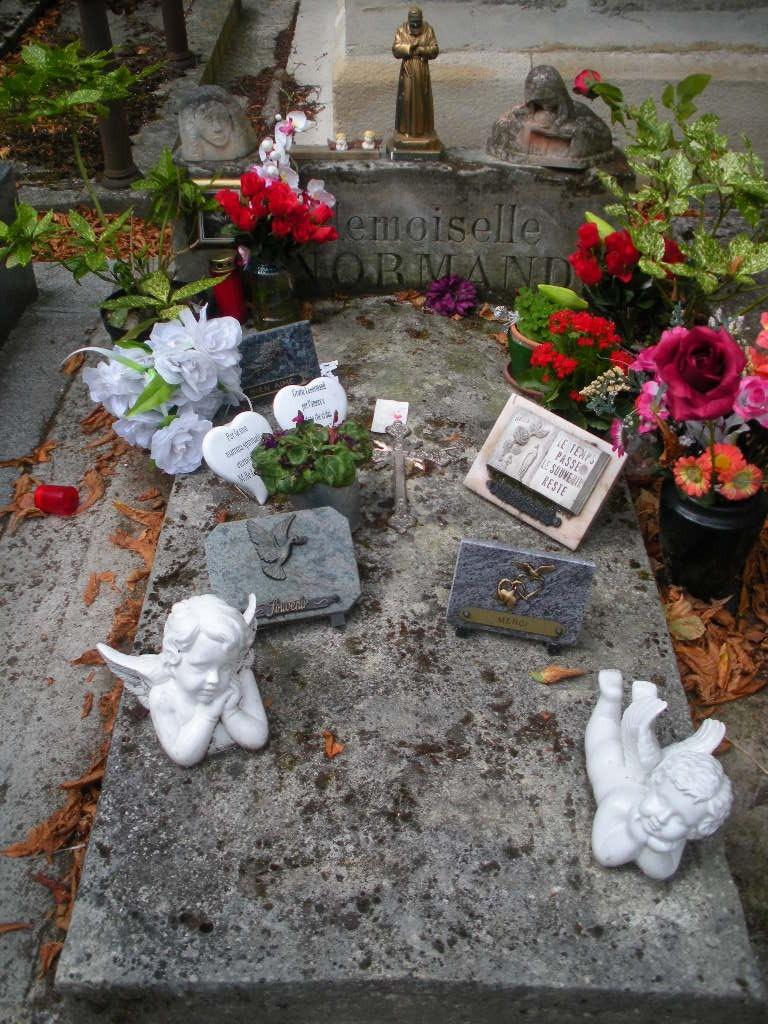 La tombe de Melle Lenormand Jelt_d23