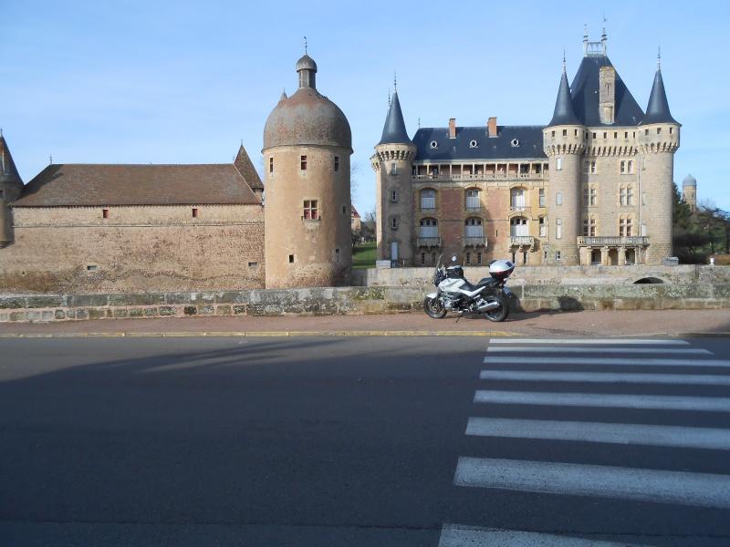 Photos de vous et de votre moto devant ....un château  - Page 4 Dscn1213