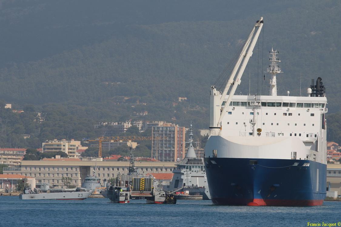 Le navire MN TANGARA 0324